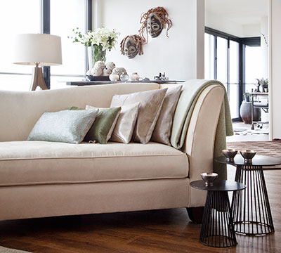 Detail livingroom Ava with plaid knitted mohair and leather cushions